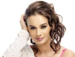 Actress Evelyn Sharma Contact Number, Charity, Management, House Address, Email