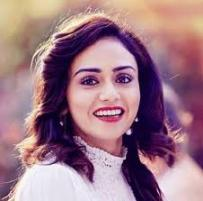 Actress Amruta Khanvilkar Contact Details, Home Address, Home Town, Social IDs