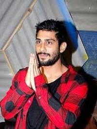 Actor Prateik Babbar Contact Details, Home Town, House Address, Social