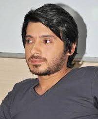 Actor Divyendu Sharma Contact Details, Current City, Social Accounts